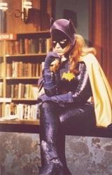 Na série do Batman dos anos 60 o alter ego da Batgirl era a bibliotecária Barbara Gordon.