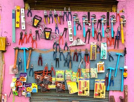 tool-1028850_640